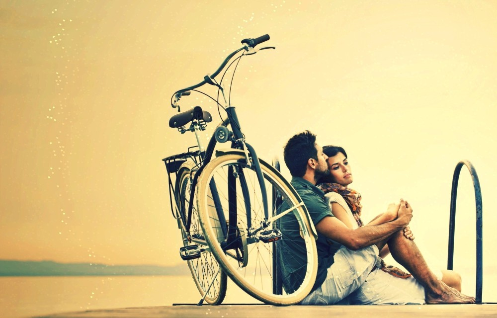 348361-couple-women-men-hugging-love-emotions-bicycle.jpg