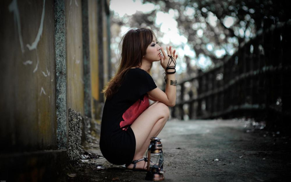 sad-girls-hd-wallpapers-reviewed-by-dezta-on-monday-july-1-2013.jpg