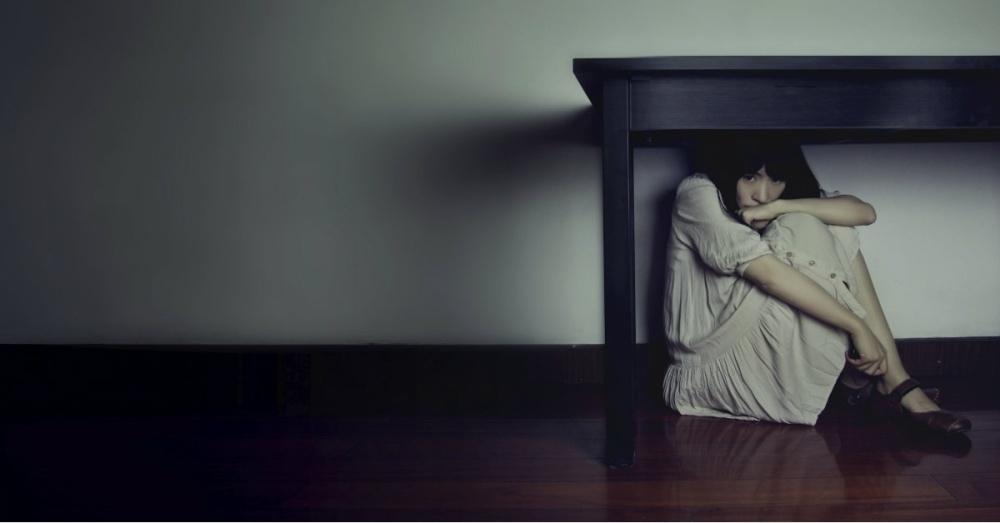 14061-fear-hide-scared-woman.1200w.tn.jpg