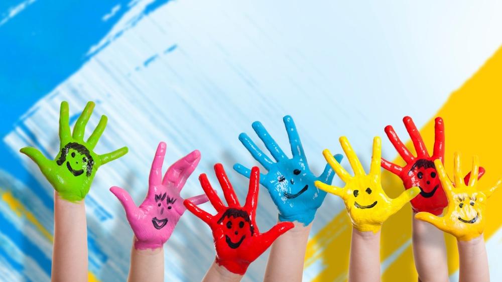 hands_paint_children_happiness_positive_smile_92895_2048x1152.jpg