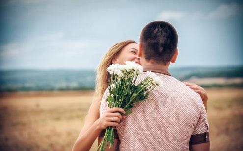 happy-couple-hug-and-love-HD-wallpaper.jpg